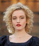 Julia Garner Kısa Saç Modelleri