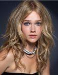 Trend Dalgalı Katlı Kesim Kadın Saç Modelleri