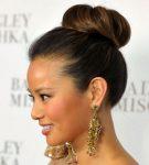 Tepeden Topuz Saç Modeli Zayıf Gösteriyor