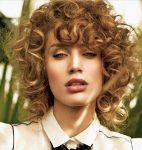 Doğal Kıvırcık Orta Bob Saç Modelleri
