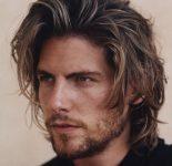 Orta Uzunlukta Erkek Saç Modeli