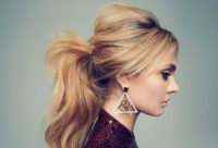 Zayıf Gösteren Salaş At Kuyrugu Saç Modeli