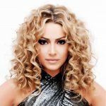 Hadise Kıvırcık Dalgalı Serbest Saç Modeli